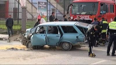 Otomobil ile minibüs çarpıştı: 1 ölü, 2 yaralı