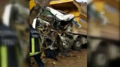 Toprak yüklü kamyon, kamyonun üzerine devrildi: 1 ölü, 1 yaralı - ÇORUM
