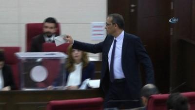 - KKTC'de Yeni Meclis Başkanı Teberrüken Uluçay