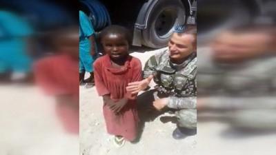 """- Somalili askerler """"Şampiyon Giresunspor"""" tezahüratları yapıp İzmir marşı okudular"""