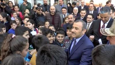 Tunceli'de şehit polisin ismi kütüphaneye verildi