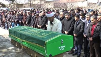 İmam baba üzerine kale direği devrilerek ölen çocuğunun cenazesini kıldırdı