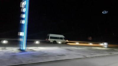 Kar ve fırtına sürücülere zor anlar yaşattı...Hazırlıksız yakalanan araçlar yolda kaldı