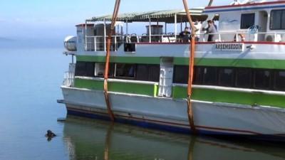 'Akşemsettin' İznik Gölü'nden çıkartıldı