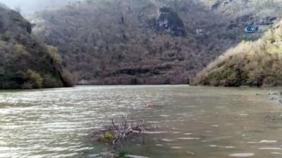 Artvin'de baraj gölünde tekne battı; 1 kayıp, 1 yaralı