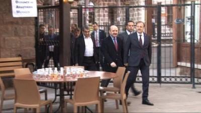 Başbakan Yardımcısı Hakan Çavuşoğlu, Türk tipi kalkınma modelini anlattı