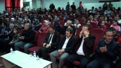 İlkokul öğrencileri İstiklal Marşı okurken gözyaşlarına boğuldu
