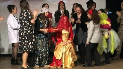 Kadına şiddet ve çocuk istismarı öğretmenlerin canlandırmasıyla tiyatroda