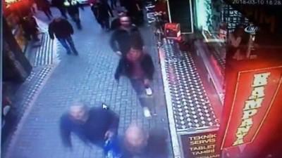 Polis ile bıçaklı saldırgan arasındaki kovalamaca kamerada