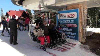 Ilgaz'da kayak keyfi sürüyor - KASTAMONU