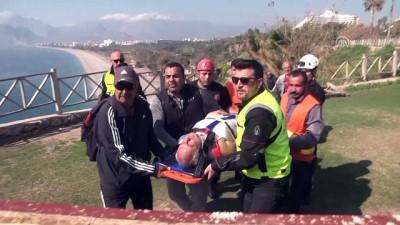 Falezlerden düşen kişi yaralandı - ANTALYA