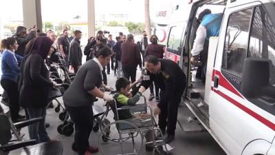 Gıda zehirlenmesi şüphesiyle 80 öğrenci hastaneye kaldırıldı - AYDIN
