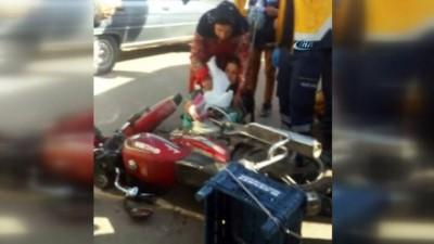 Motosikletin çarptığı kadının ayağına fren pedalı saplandı