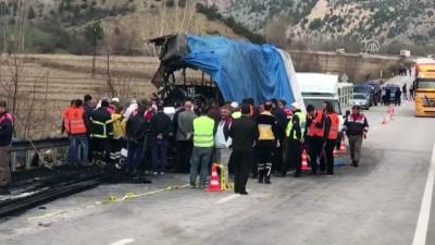 patlama sesi - Tıra çarpan yolcu otobüsü alev aldı: 13 ölü, 20 yaralı (5) - ÇORUM