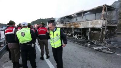 Tıra çarpan yolcu otobüsü alev aldı (2) - ÇORUM