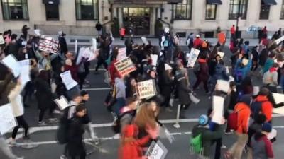 silahli saldiri -  - ABD'de Öğrenciler Silah Yasasını Protesto Etti