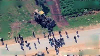 Afrin'den çıkmak isteyen sivilleri kepçe ve silahla engellediler