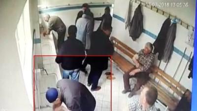 Cami'de ki hırsızlık saniye saniye kameralara yansıdı