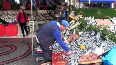 Fiyatlar düştü balık tezgahları alıcıları bekliyor - EDİRNE
