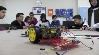 'Robotik kodlama' ile teknolojiyi öğreniyorlar - KAYSERİ