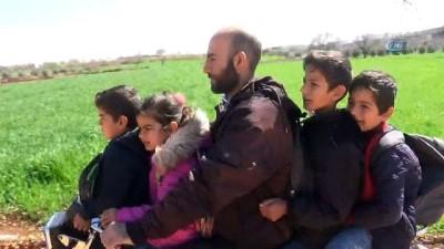 Çocuklarını okutmak için 4 çocuğuyla birlikte motosiklete biniyor...Tehlikeli yolculuk kamerada
