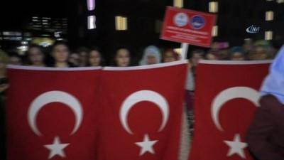 Yurt odalarının ışıklarıyla Afrin'e selam gönderdiler