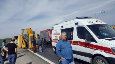 Direksiyon hakimiyetini kaybeden kamyon yan yattı: 2 yaralı