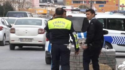 Kaza yapan ticari taksiden uyuşturucu çıktı İzle