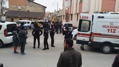 Suriyeli aileler mahalleyi birbirine kattı... Olay yerine çok sayıda polis sevk edildi