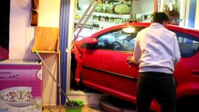 Fenalaşan sürücü otomobiliyle şarküteri dükkanına daldı