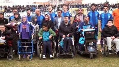 Kütahyaspor'a engelli vatandaşlardan destek