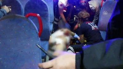 Otobüste 'yan bakma' kavgası: 2 yaralı - ADANA