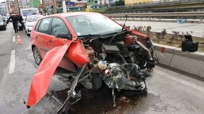 Otomobil köprünün bariyerlerine çarptı: 1 yaralı