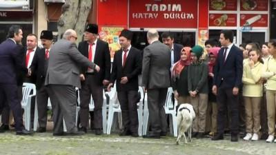 Anma etkinliklerinde protokolün arasında giren köpek ilgi odağı oldu