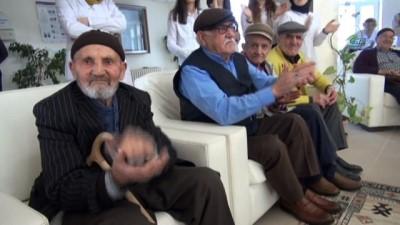 Bozok Üniversitesi öğrencileri huzurevi sakinlerini unutmadı