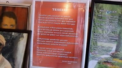 Burhaniye'de 85'lik şair evinde şiir sergisi açtı