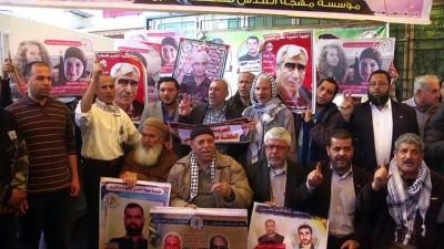İsrail hapishanelerindeki Filistinlilere destek gösterisi - GAZZE