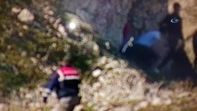 Mağaraya uyuşturucu baskını: 8 gözaltı