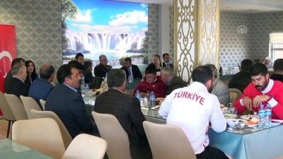 Şehit aileleri ve gaziler yemekte buluştu - VAN/HAKKARİ