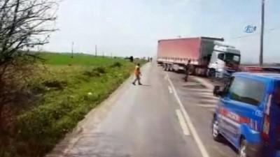 Yola dökülen yağ faciaya yol açtı... Baba oğul aynı kamyonette hayatını kaybetti