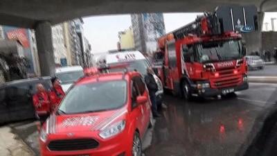 Beyoğlu'nda yangın paniği...7 katlı binanın çatısı alev alev yandı
