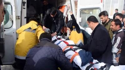 Bitlis'te minibüs şarampole devrildi: 2 ölü, 8 yaralı