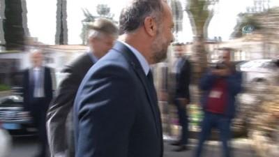 - BM Yetkilisi Lacroix Kıbrıslı Liderlerle Görüştü