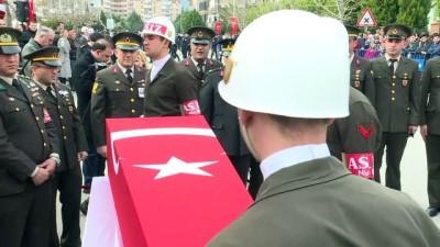 Şehitlerimizi uğurluyoruz - Şehit Jandarma Astsubay Kıdemli Çavuş Palancı son yolculuğuna uğurlandı - İZMİR