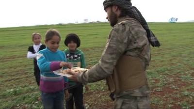 salda -  - Afrin zaferini tatlı dağıtarak kutladılar - Özgür Suriye Ordusu, Suriye kırsalında çocuklara tatlı dağıttı - Suriyeli çocuklardan Cumhurbaşkanı Erdoğan'a Afrin teşekkürü