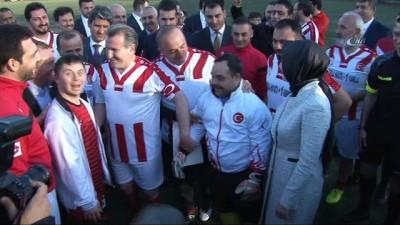 Bakanlar, Down Sendromlu Özel Sporcular Futsal Milli Takımı ile maç yaptı