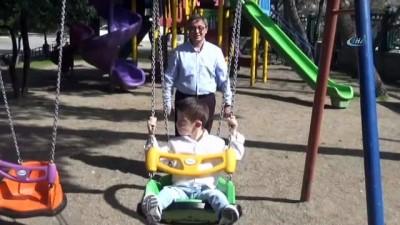 """Dr. Dırık: """"Aileler down sendromlu çocuklarına sevgi ve ilgi göstersinler"""""""