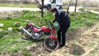 Gece çalınan motosiklet sabah boş tarlada bulundu