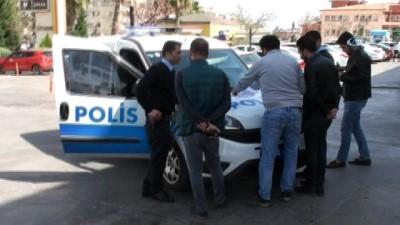 Hastaneden çıplak olarak kaçan madde bağımlısı genci polis Avm'de yakaladı