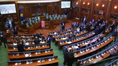 Kosova meclisinde gaz bombası atıldı (2) - PRİŞTİNE